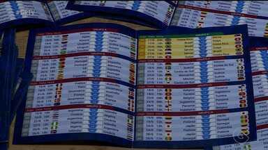 Torcedores usam tabelas para acompanharem jogos da Copa do Mundo - Nesta edição do Mundial existe opção virtual