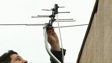 TV Digital: antena ideal garante a qualidade da imagem - Equipe da RPC esteve hoje no Terminal Oeste de Cascavel para tirar dúvidas dos moradores sobre a TV digital.