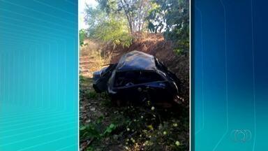 Criança sobrevive após ser arremessada de carro e ir parar em árvore após acidente - Criança sobrevive após ser arremessada de carro e ir parar em árvore após acidente