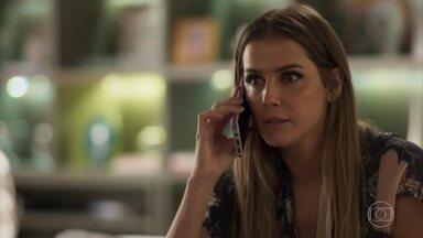 Karola liga para Remy - Ela tenta aconselhar Valentim ao perceber que o rapaz recebeu visita na noite anterior