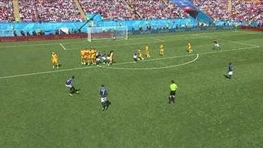 Pogba cobra falta mas goleiro Ryan defende com tranquilidade aos 04' do 1º tempo - Pogba cobra falta mas goleiro Ryan defende com tranquilidade aos 04' do 1º tempo