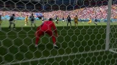 Austrália chega com velocidade e Behich quase faz um golaço com 44' do 1º tempo - Austrália chega com velocidade e Behich quase faz um golaço com 44' do 1º tempo