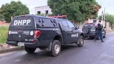 Duas pessoas morrem após serem atingidas por tiros em bairros na Serra, no ES - Polícia não sabe se os dois crimes possuem ligação. Ninguém foi preso.