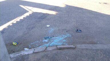 Homem é assassinado a tiros dentro de carro em Campos, no RJ - Assista a seguir.