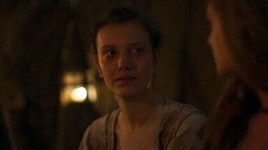 Ísis pede perdão a Amália - Ela confessa ter acreditado que a ruiva era uma bruxa, mas reconhece que estava enganada