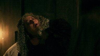 Margô passa mal ao ser rejeitada por Rodolfo - Rodolfo garante a Orlando e Petrônio que vai contornar a situação para evitar que a tia de Lucrécia os expulse de Alcaluz