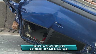 Mulher fica gravemente ferida em acidente na Linha Verde - Três carros se envolveram na batida. Um chegou a capotar