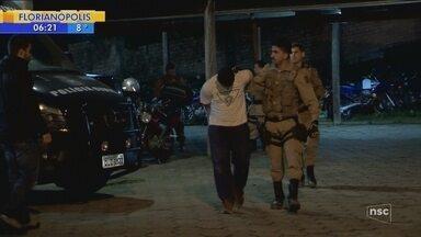 Bandidos assaltam banco em Ilhota, trocam tiros com a PM e fogem pela mata - Bandidos assaltam banco em Ilhota, trocam tiros com a PM e fogem pela mata