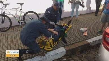 Mulher de 50 anos é atropelada no Centro de Guaxupé, MG - Mulher de 50 anos é atropelada no Centro de Guaxupé, MG