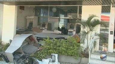 Quadrilha explode caixas eletrônicos em Divinolândia e Tapiratiba, SP - Moradores registraram imagens da ação do grupo durante a madrugada.