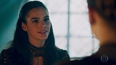 Catarina comemora acordo de casamento com Afonso - Catarina pretende fingir que aceitará as condições propostas por Afonso