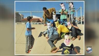 Projeto de teatro ocupa praças e ensina arte para crianças em Poços de Caldas (MG) - Projeto de teatro ocupa praças e ensina arte para crianças em Poços de Caldas (MG)