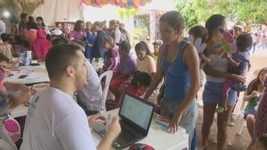 """""""Dia C"""" oferta dezenas de serviços gratuitos a imigrantes venezuelanos em Boa Vista - Projeto desenvolvido por cooperativas trouxe ações de saúde, cultura e social aos imigrantes que vivem no abrigo do bairro Jardim Floresta."""