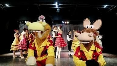 Cavalinhos erram de novo e acabam no Bolshoi de Joinville, Santa Catarina - Personagens deveriam ter encontrado Tadeu Schmidt no Teatro Bolshoi de Moscou,mas acabaram na filial catarinense da tradicional escola de balé.