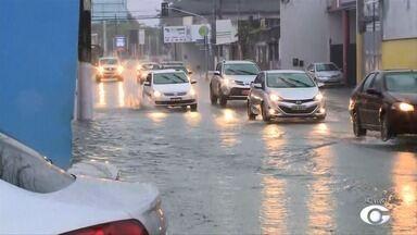Chuva provoca alagamentos em Maceió - A repórter Heliana Gonçalves traz mais informações sobre o assunto.