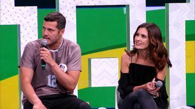 Central da Copa - Íntegra 02/07/2018 - Tiago Leifert e Bárbara Coelho recebem plateia e convidados especiais e mostram tabelas, resultados, estatísticas e vídeos da cobertura de jogos da Seleção.