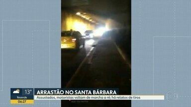 Motoristas vivem momentos de tensão durante arrastão no túnel Santa Bárbara - Motoristas voltam de marcha à ré e outros na contramão.