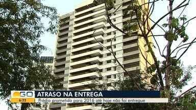 Prédio previsto para ser finalizado em 2016 ainda não foi entregue, em Goiânia - Quem comprou o imóvel se sente lesado.