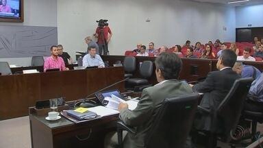 Vereadores de Araçatuba fazem sessão extraordinária para votar projetos da prefeitura - Os vereadores de Araçatuba (SP) já estão em recesso, mas fizeram nesta segunda-feira (2) uma sessão extraordinária para votar projetos enviados pelo Executivo.