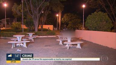 Jovem é espancado e morto no bairro Caiçara, na Região Noroeste de Belo Horizonte - Militares encontraram o corpo caído no gramado de uma praça.