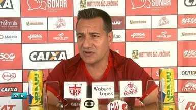 Novo técnico do CRB trabalha com o time e foca em melhorar o rendimento do grupo - Doriva fala sobre o desafio de subir na tabela do Brasileirão.