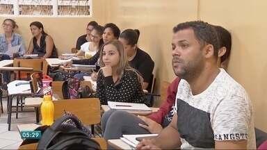 Estudantes cobram construção de campus - Estudantes cobram construção de campus