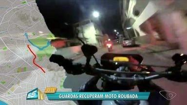 Moto roubada é recuperada após perseguição em Vila Velha, ES - O suspeito conseguiu fugir após abandonar a motocicleta no alto do Morro do Atalaia, em Paul, segundo a Guarda Municipal. O caso aconteceu na noite desta segunda-feira (2).