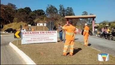 Trabalhadores da manutenção na Oswaldo Cruz fizeram protesto na estrada - Ato foi nesta terça-feira (22).