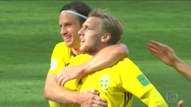 Suécia vence Suíça e tem a melhor participação em Copas em tempos - Disciplina tática e organização são qualidades que, em exagero, fazem um futebol insípido. Suíça e Suécia têm dificuldades para fazer gols.