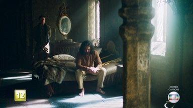 Gregório entra no quarto de Afonso - Afonso está muito confuso e pede a Gregório para não contar nada
