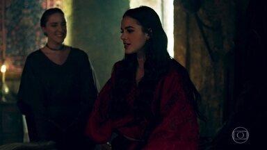 Catarina acredita que seu feitiço funcionou - Catarina conta em detalhes a Lucíola sobre a noite com Afonso