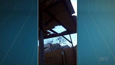 Um homem morreu ao cair do telhado de uma loja em Mandaguari - O acidente foi na manhã de quinta-feira, o homem estava desmontando parte do telhado quando escorregou e caiu, ele morreu na hora.
