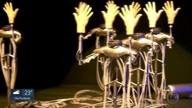 SP 1- Edição de quinta-feira, 05/07/2018 - Mais de 300 mil cartões do Bilhete Único foram cancelados por fraude entre janeiro e maio. Festival reúne obras de arte que provocam o corpo em SP. Crianças disputam campeonato de futebol no Tatuapé com camisetas de seleções. E mais as notícias da manhã.