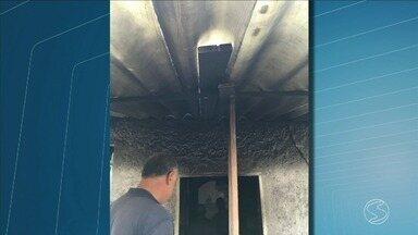 Polícia identifica suspeito de causar incêndio e matar dono de pizzaria em Rio Claro, RJ - Jovem de 18 anos está foragido da Justiça.