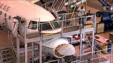 Boeing e Embraer anunciam um acordo para criação de uma nova empresa na área de aviação - O anúncio da parceria fez as ações da Embraer desabar até 16%.