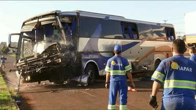 Acidente com ônibus causa morte de morador de Pérola e deixa 25 feridos - O corpo do motorista do ônibus foi velado nesta quinta-feira, 5, em Pérola. Muitos passageiros eram pacientes que moram no Noroeste.