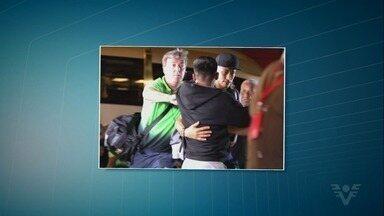 Morador da região trabalha como segurança ao lado de ídolos da Seleção - Segurança trabalha na Copa, perto de seus ídolos no futebol.