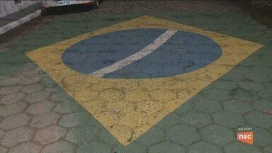 Torcedores se organizam para torcer pelo Brasil contra a Bélgica em SC - Torcedores se organizam para torcer pelo Brasil contra a Bélgica em SC