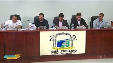 Vereadores e prefeito de Fazenda Rio Grande desistem de contratar novos funcionários - A criação de mais de 50 novos cargos causou polêmica na cidade.