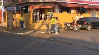 Bares de Itapetininga são notificados para fecharem meia-noite - Os bares de Itapetininga foram notificados pela prefeitura para fecharem meia-noite. A decisão teria sido tomada durante uma reunião com os comerciantes.