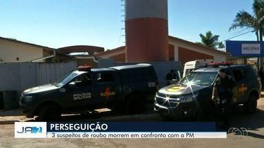 Três suspeitos de roubar carro morrem em troca de tiros com a Rotam, em Terezópolis - Segundo corporação, eles foram abordados na BR-153 e atiraram contra os policiais, que saíram ilesos.