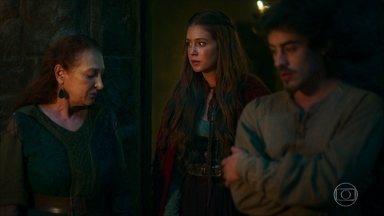 Amália se desespera quando Constância e Tiago lhe avisam da gravidez de Catarina - Amália não acredita em Constância e Tiago