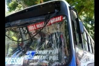 Colisão entre dois ônibus deixa um dos motoristas e vários passageiros feridos - Batida foi em uma das principais avenidas de Belém.