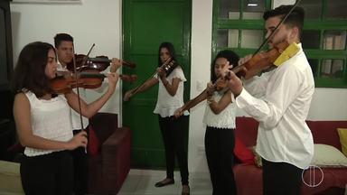 Orquesta sinfônica Mariuccia Iacovino se apresenta em Quissamã, no RJ - Assista a seguir.
