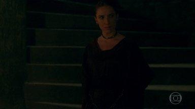 Rodolfo chama Lucrécia para derrubar o reino de Afonso e Catarina - Lucrécia pergunta a Rodolfo se eles não podem ficar em alcaluz