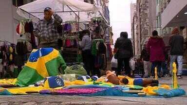 Derrota do Brasil na Copa frustra vendedores em Porto Alegre - Assista ao vídeo.