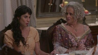 Furiosa, Mariana deixa jantar com Vicente - A jovem se irrita com o comportamento de Ofélia, que tenta oferecê-la para o funcionário da ferrovia a todo tempo