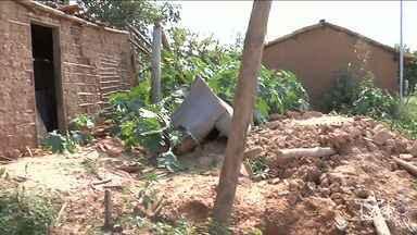 Vítimas de enchente reclamam da falta de ajuda em Codó - Moradores vítimas da enchente reclamam da falta de ajuda para recuperar o que perderam no período chuvoso. Algumas famílias perderam suas casas e continuam sem ter onde morar.
