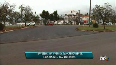 Travessias na av. Tancredo Neves são liberadas - Uma nova rua está sendo aberta para os motoristas fazerem looping de quadra.