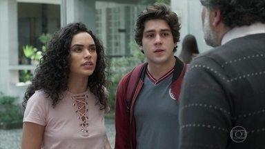 Carol confessa tudo para o pai - O pai de Carol flagra a filha com Alex e ela decide revelar toda a verdade sobre as drogas que vende na balada